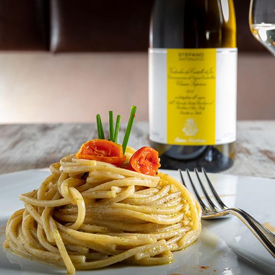 Spaghetti con colatura e Verdicchio